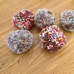 Something Sweet to do with the Kids – Oatmeal Cocoa balls