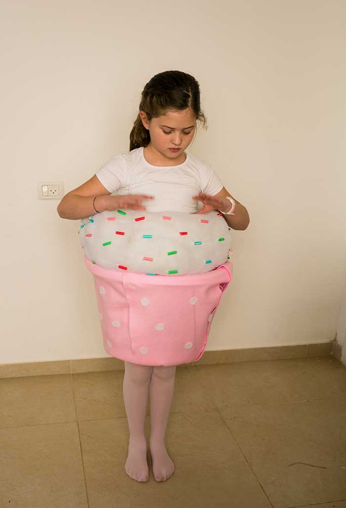 DIY-Cup-Cake-Costume-with-girl